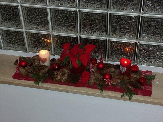 Living Apartment Morgenstern:                   decorazione natalizia sulla scala