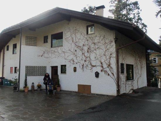 Living Apartment Morgenstern:                   esterno, retro