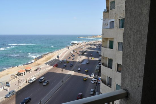 Royal Crown Hotel Alexandria:                   View from side balcony
