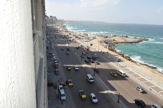 Royal Crown Hotel Alexandria:                   View down the Corniche