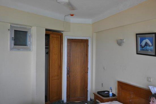 Royal Crown Hotel Alexandria:                   Room