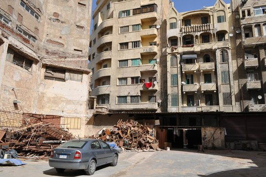 Royal Crown Hotel Alexandria:                   View at the rear from the car park