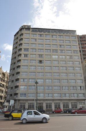 Royal Crown Hotel Alexandria:                   view of building from across the street