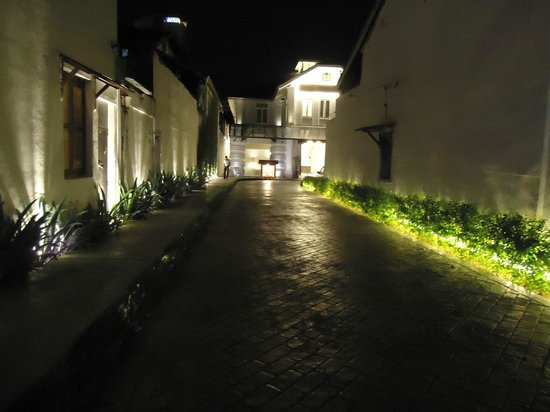 Oprit is verlicht - Picture of Chulia Heritage Hotel, George Town ...