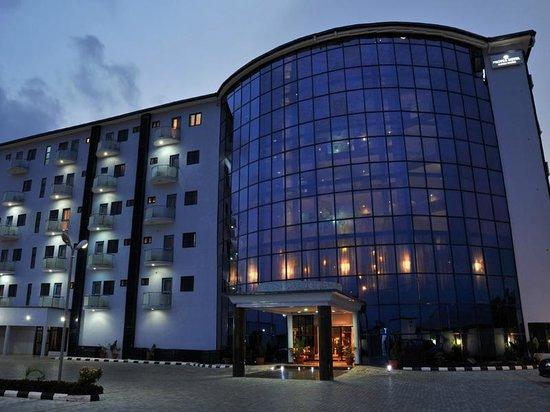 BON Hotel Delta: Exterior
