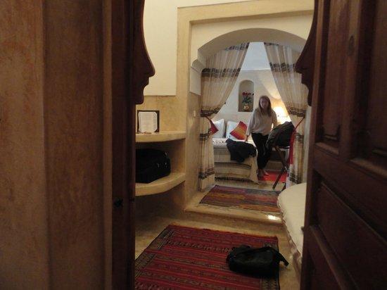 Riad l'Orangeraie:                   Chambre à coucher depuis la salle de bain.