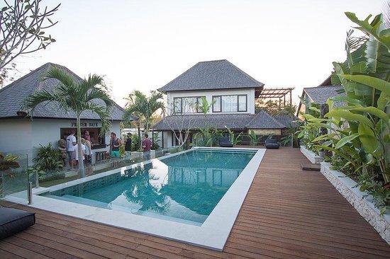 Fraser Baye Villas:                   Fraser Baye - the pool, the bar, the villa