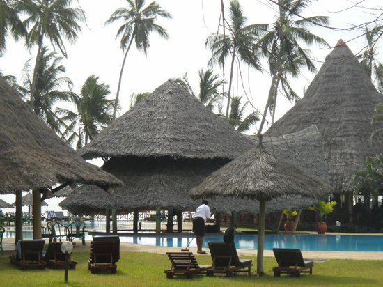 Neptune Paradise Beach Resort & Spa:                                     second pool area