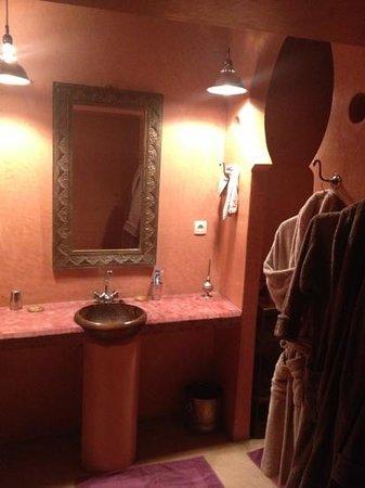 Riad Ines Home :                                     salle de bain