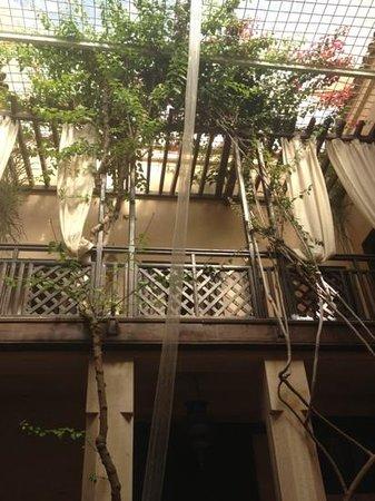 Riad Ines Home :                                     vue du patio sur le toit