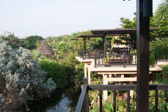 Asara Villa & Suite: Terrasse der Deluxe Suiten