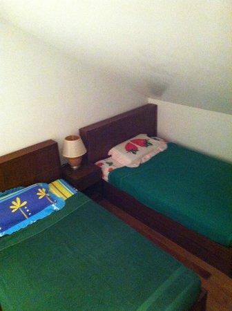 The Pe La Resort :                   2e chambre du haut : 2 lits simples