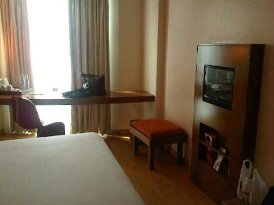 Ibis Semarang Simpang Lima: other side of d room