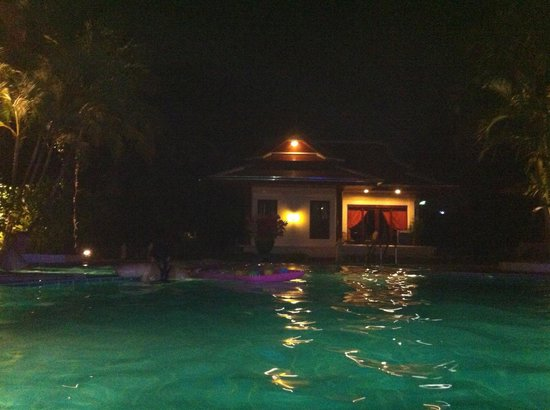 The Pe La Resort:                   Swimming Pool by night
