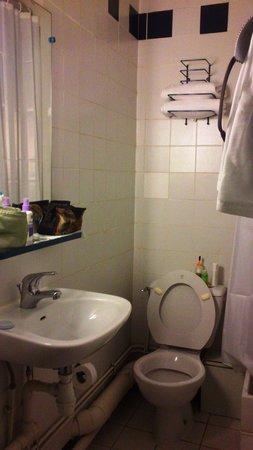 Hotel Amarys Simart: Baño