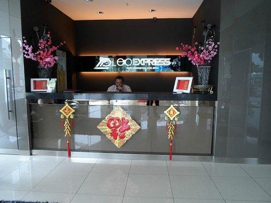 LEO Express Hotel:                   front desk @ hotel lobby