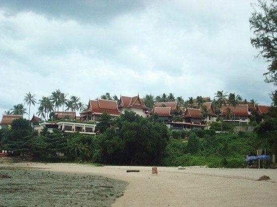 Q Signature Samui Beach Resort: The Resort from the Beach below