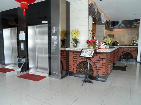 LEO Express Hotel:                   elevators near Coffee Berry