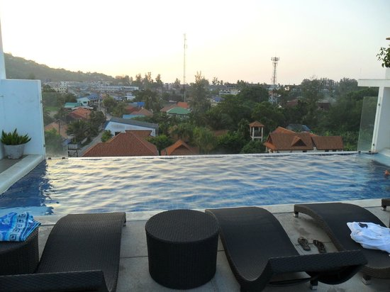 G-1 Apartment: Lovely rooftop pool