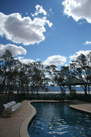 Lake Fyans Holiday Park:                                                       The pool overlooking Lake Fyans