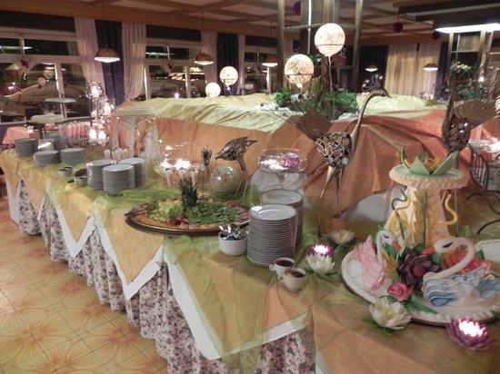 Hotel Il Caminetto: buffet dolci