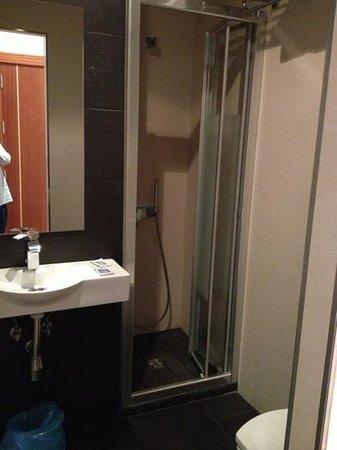 Hostal Marlasca :                   WC com sanitários muito recentes