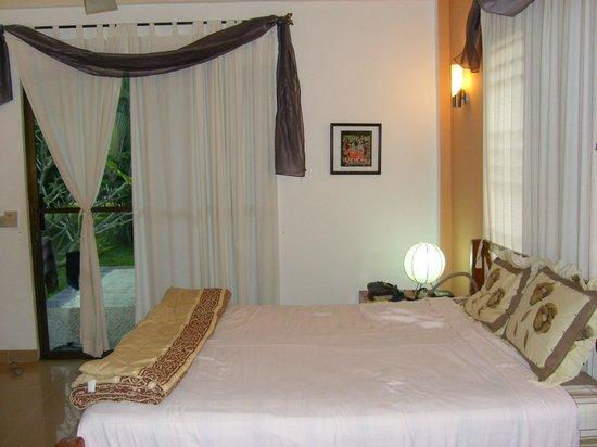 Malibu Estates Bungalows Resort: excellente literie