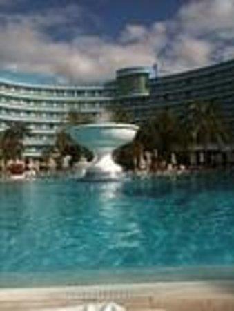 Cleopatra Palace Hotel: la grande piscina dove non si puo giocare