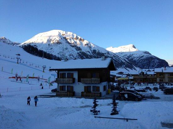 Hotel Sonne :                   Vista dalla camera lato piste da sci