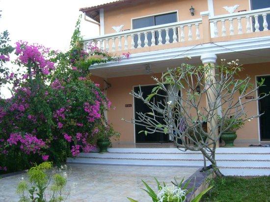 "Malibu Estates Bungalows Resort: la terrasse de ""palm springs"""
