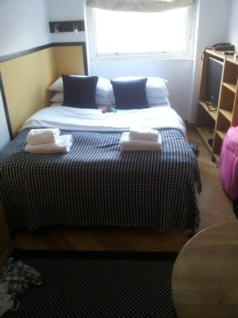Studios2Let Serviced Apartments - Cartwright Gardens:                   Double bed, made nicely. Large TV and storage to the right.