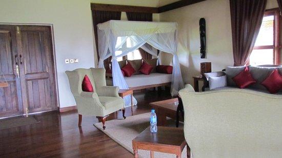 Neptune Ngorongoro Luxury Lodge: 'living room'