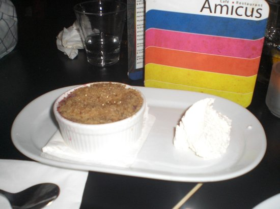 Amicus Restaurant :                   fruit crumble