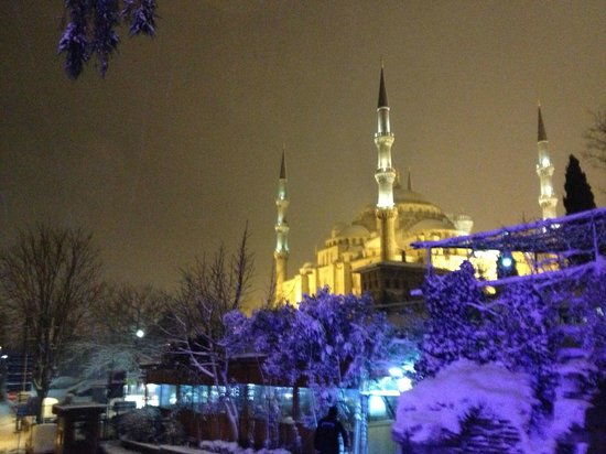Hotel Empress Zoe:                   blue mosque in the snow