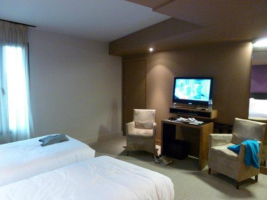 Ivan Vautier Hotel :                   Brown, Brown, Brown :(