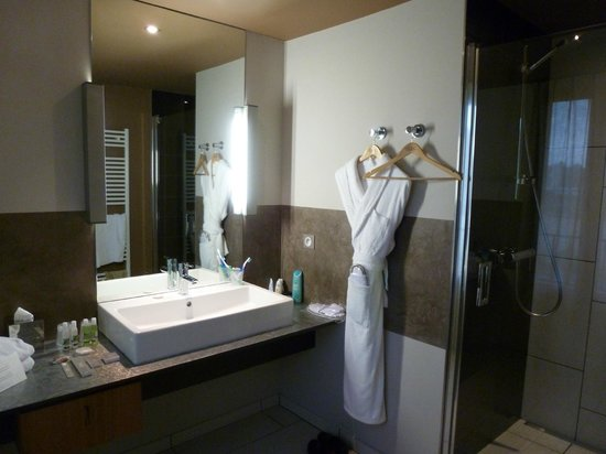 Ivan Vautier Hotel:                   Italian Style Bathroom with robes and walk in shower