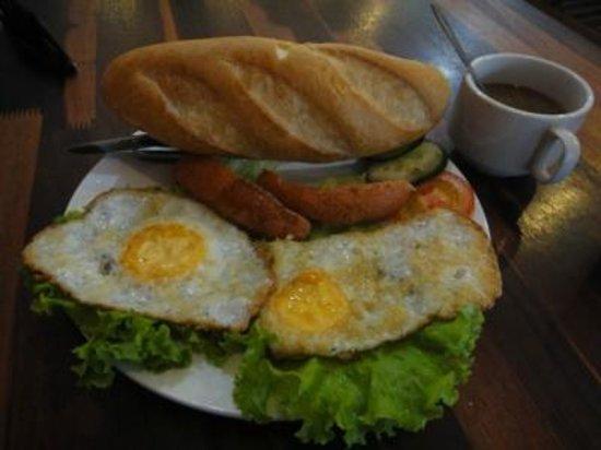 Vientiane Travellers House :                   宿の朝食その二