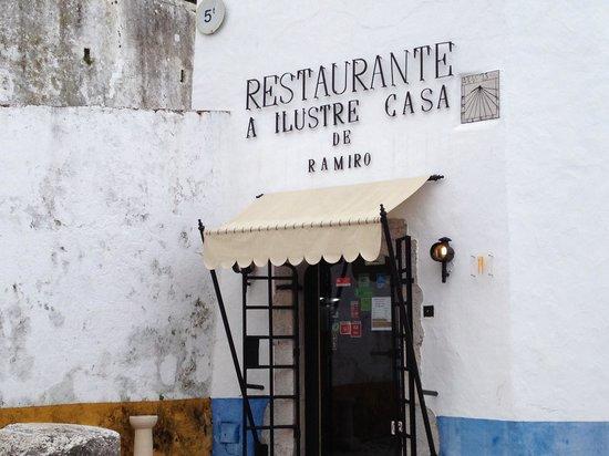Ilustre Casa Ramiro:                   Fachada