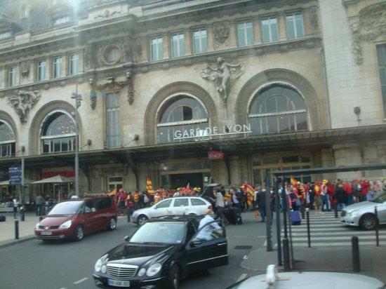 Meridional Hotel:                   Vista da Gare de Lyon, ao lado do Hotel Meridional