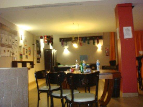 Milhouse Hostel Avenue :                                     sala de lazer