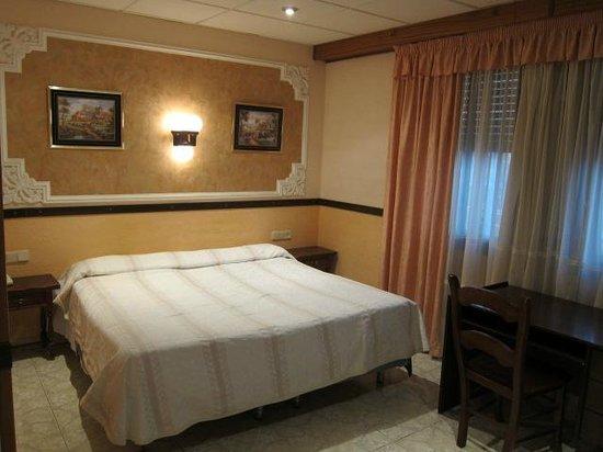 Hotel Montearagon:                   ベッド