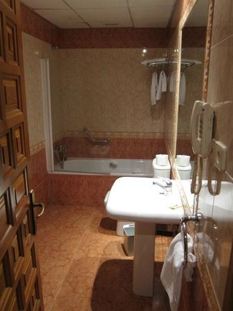 Hotel Montearagon:                   バスルーム