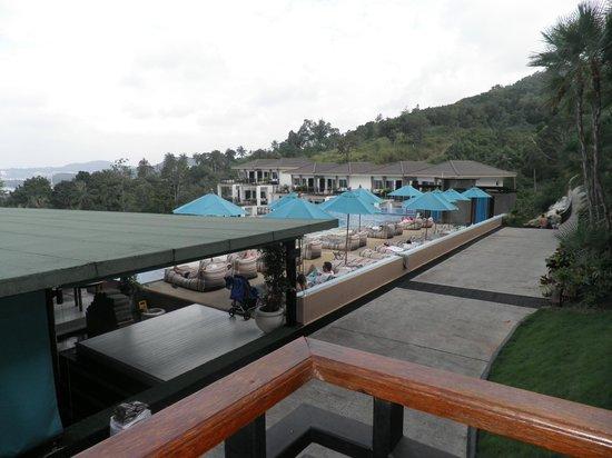 Mantra Samui Resort:                   Udsigt over poolen - og indgang til restauranten.