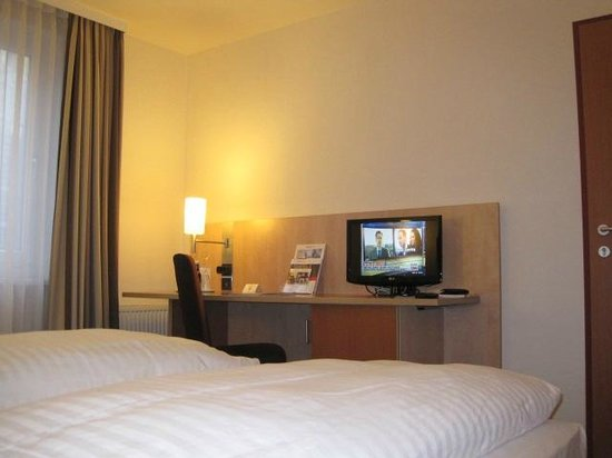 IntercityHotel Vienna: Bedroom