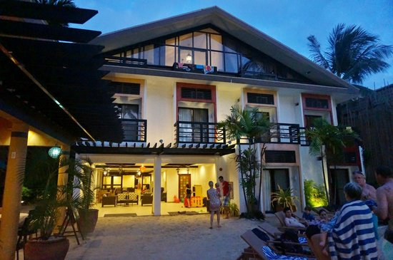 Microtel Inn & Suites by Wyndham Boracay:                                     Hotel's front facade
