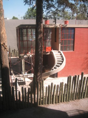 Museo Estudio Diego Rivera y Frida Kahlo:                   The O'Gorman house next door with an ace staircase