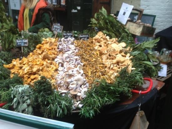 Premier Inn London Southwark (Borough Market) Hotel:                                     mushroom stand