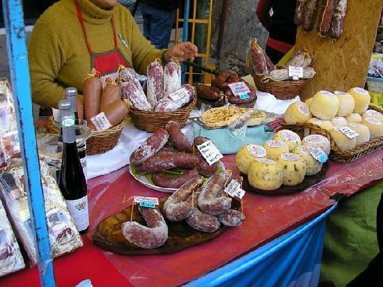 Feria de Mataderos:                                     puestos de la feria