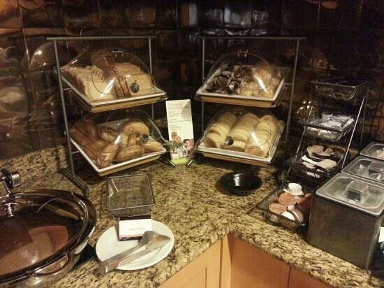 Residence Inn Atlantic City Airport Egg Harbor Township:                                     bread and pastries