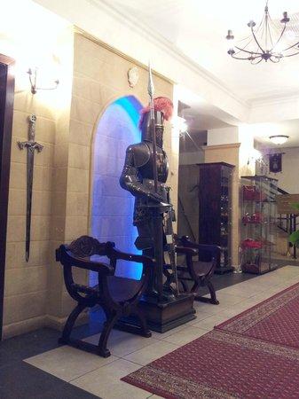 Heraldic Club :                   lobby